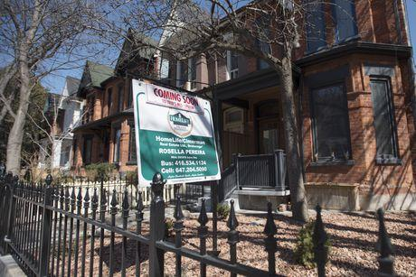 加拿大各大银行利率下调 不要指望房价反弹 年底料跌4.3%