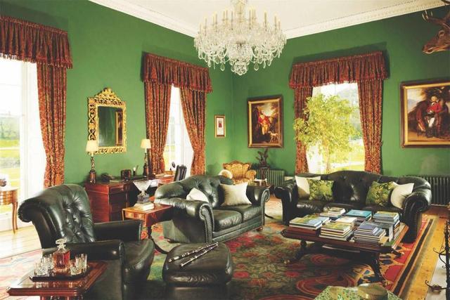 舞蹈明星迈克弗拉特利花费2300万英镑翻新的庄园 现在只卖1100万
