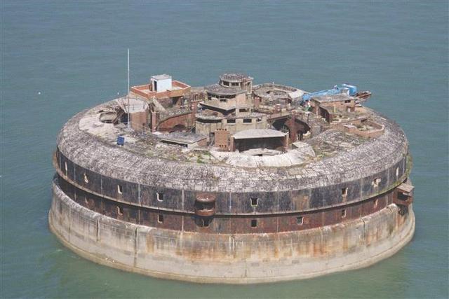 横亘索伦特海峡 位处普利茅斯与怀特岛之间的海上堡垒1100万待售