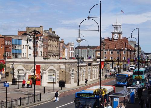 1200px-Town_Hall_and_Shambles_Market_Hall,_Stockton_on_Tees