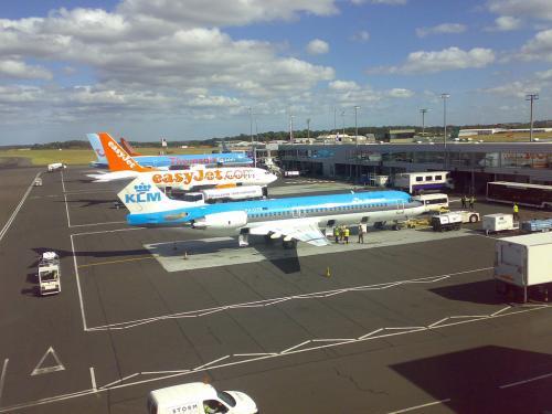 Aircraft_at_Newcastle_Airport
