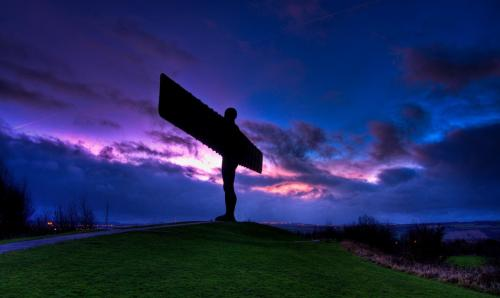 Angel_of_the_North_silhouette